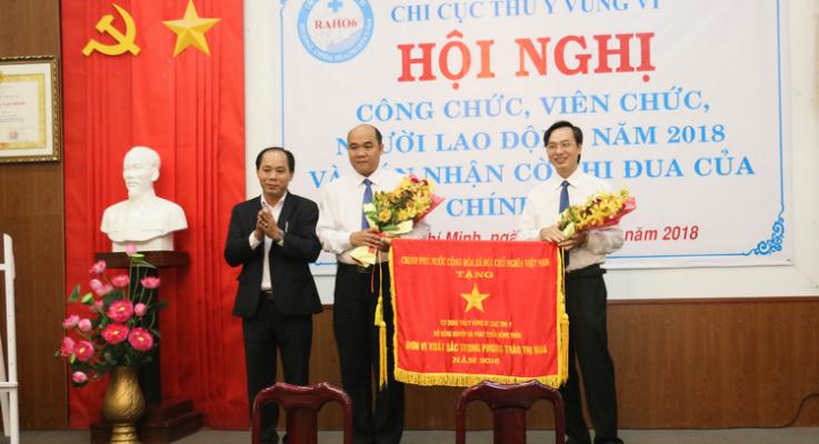 Hội nghi Công chức, Viên chức và Người Lao động năm 2018 – Nhận cờ thi đua của Chính Phủ