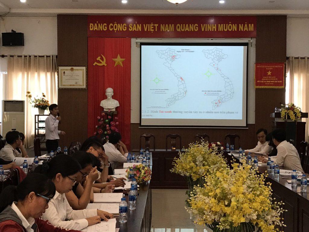 Ông Thái Duy Phương, Phó Trưởng phòng Dịch tễ Thú y – Chi cục Thú y vùng VI trình bày tại buổi tập huấn