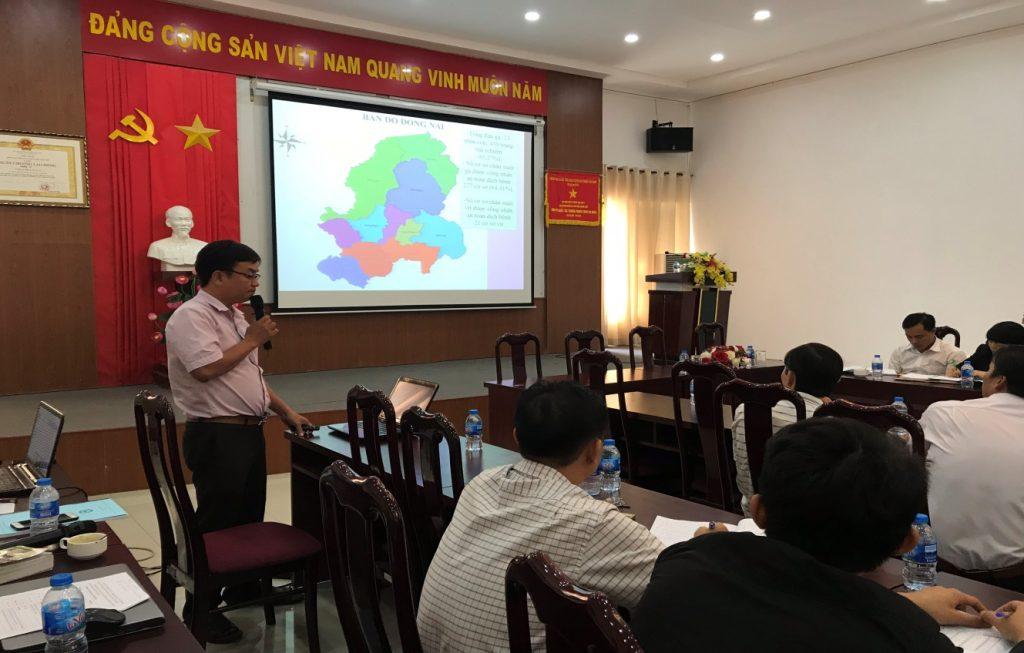 Ông Đào Xuân Vũ, Chi cục Chăn nuôi và Thú y Đồng Naichia sẻ kinh nghiệm xây dựng vùng, cơ sở ATDB tại buổi tập huấn